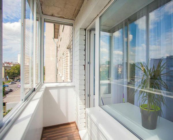 Раздвижные конструкции экономят пространство на маленьких балконах
