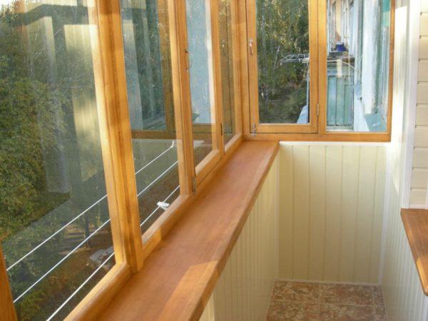 Деревянная конструкция на балкон