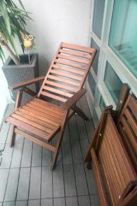 Складные стулья на балконе