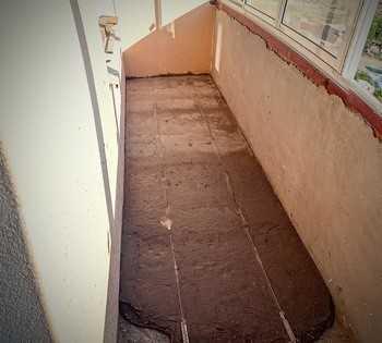 Бетонная стяжка на балконе