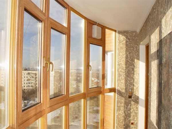 Деревянные окна на лоджии